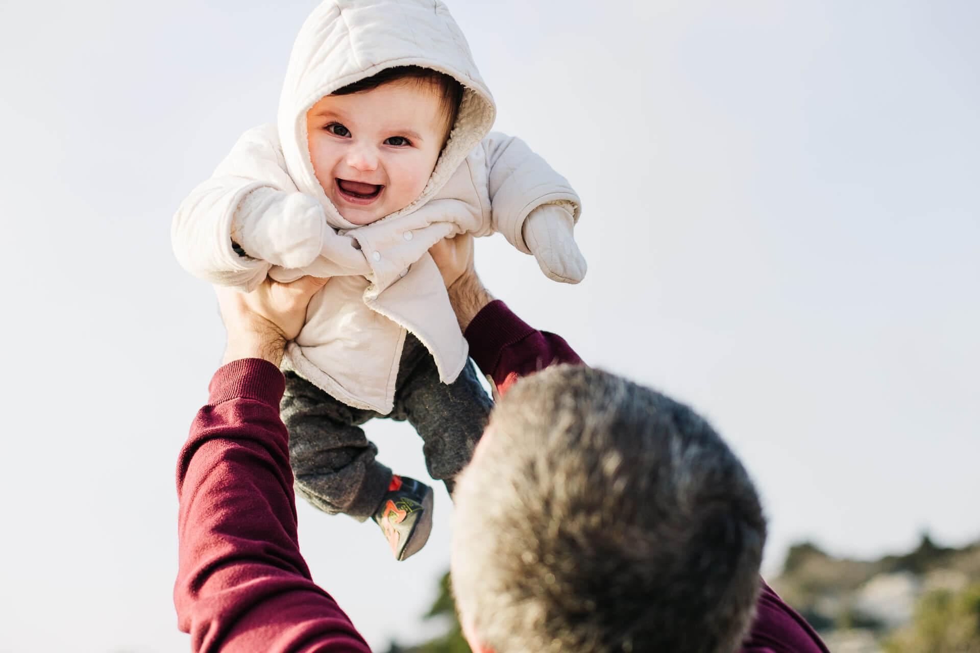 10 - Bebe rigole avec Papa