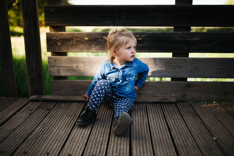 13-Petite fille photo pont