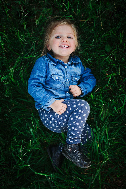 17-Matilda rigole dans herbe